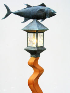 CCLTuna Yardlight with Wave Cedar Lamppost
